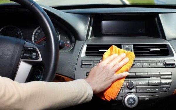 Kompletní čištění a tepování interiéru pro malé vozy3