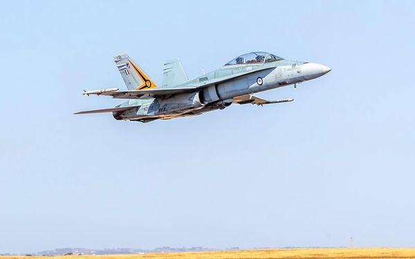 Pilotování stíhačky F/A-18 Hornet na 30 minut na zkoušku: Letecký simulátor Brno