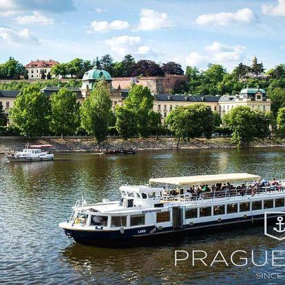 Romantiky oblíbená plavba po Vltavě s obědem a živou hudbou pro dva