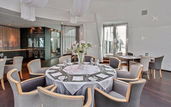 Luxusní noc v Tančícím domě + tříchodová večeře pro dva, Praha 2, 1 noc, 2 osoby, 2 dny2