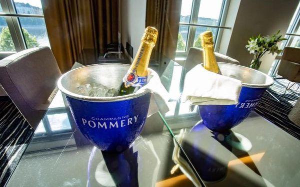 Noc v Tančícím domě s lahví šampaňského, Praha 2, 1 noc, 2 osoby, 2 dny2
