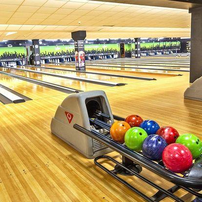 Bowling až pro 8 hráčů a k němu pizza nebo dvě