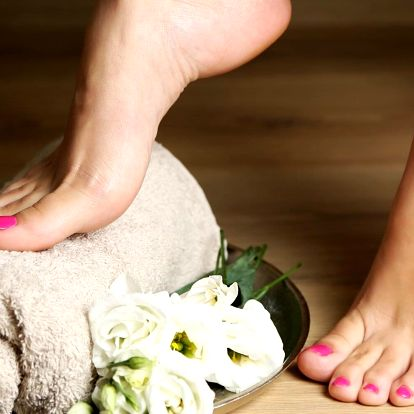 Mokrá pedikúra včetně masáže nohou