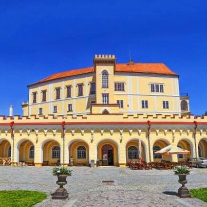 Tajemný Moravský kras: pobyt u zámku Letovice v Hotelu Dermot *** s chutnou polopenzí