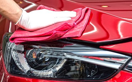 Ruční čištění interiéru i karoserie auta