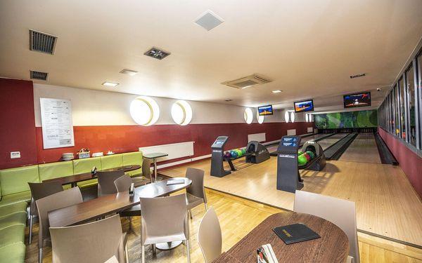 110 min. bowlingu pro 4–6 osob a 1 kg kuřecích tortill a přílohy2