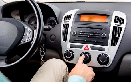 Desinfekce interiéru vozu ozónem i UV zářením