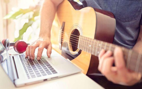 Online kurzy na kytaru pro začátečníky i pokročilé