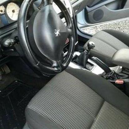 Základní či kompletním čištění interiéru vašeho automobilu