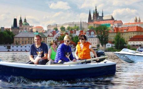 Pronájem motorové lodi na Vltavě na 60–90 minut