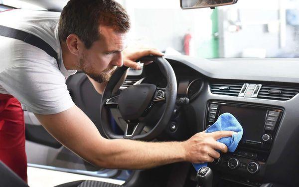 Kompletní čištění a tepování interiéru auta