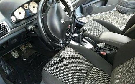 Profesionální přezutí nebo výměna pneumatik osobního automobilu
