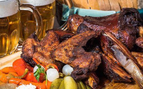2,5 kg pečeného masa u stolu se samovýčepem