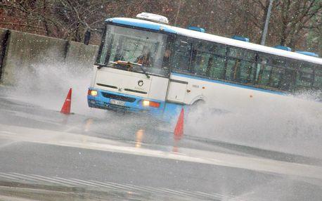 Bus Karosa B 952: až 30 min. jízdy či školy smyku