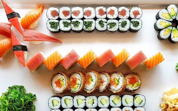 60 ks sushi s lososem, tuňákem i avokádem