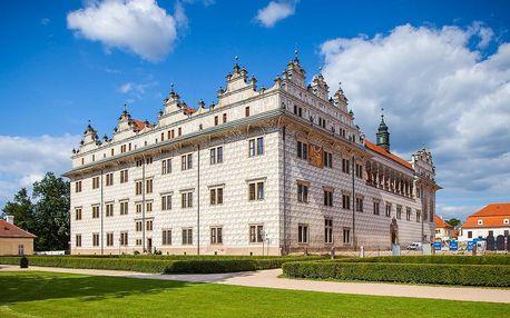 Zámek, skalní útvary a české Versailles | Zájezd s průvodcem | Moderní autobus s klimatizací