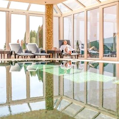 Maďarsko: Hévíz ve Főnix Club Hotelu *** v apartmánech se zážitkovými lázněmi, wellness, vínem a polopenzí