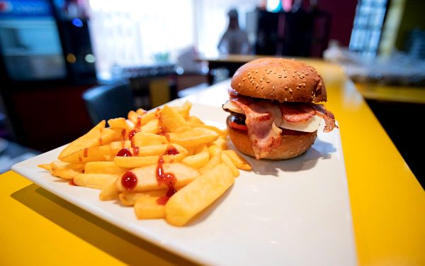 Utah Ice Breath burger (vegetariánský) a steakové hranolky3