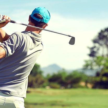 Golf pod hradem: 3–4 hodiny na greenu i pro 2 os.
