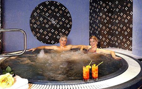 Romantický pobyt v Karlových Varech s polopenzí, bazénem a wellness