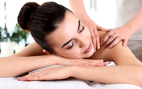 Hodinová masáž v Royal Jasmine: tradiční i čoko