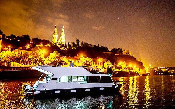 Dámská jízda na lodi - plavba po Vltavě   Praha   15. duben -15. říjen (večer PO – ČT 19-22h + NE a státní svátky).   3 hodiny.2