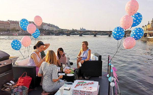 Dámská jízda na lodi - plavba po Vltavě