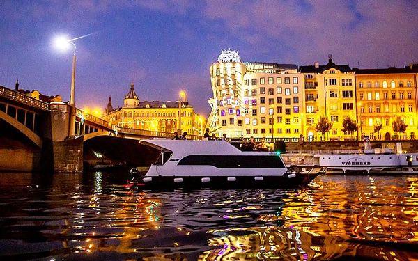 Pánská jízda - plavba po Vltavě | Praha | 15. duben -15. říjen (večer PO – ČT 19-22h + NE a státní svátky). | 3 hodiny.3