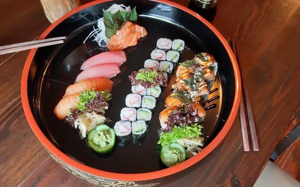 2 polévky a velký sushi set (32 ks)3