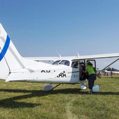 Vyhlídkový let v letounu Cessna 152 nebo Cessna 172 z letiště v Hradci Králové
