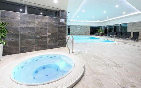Neomezený vstup do bazénu a vířivky ve Sport hotelu Dolní Morava s polopenzí