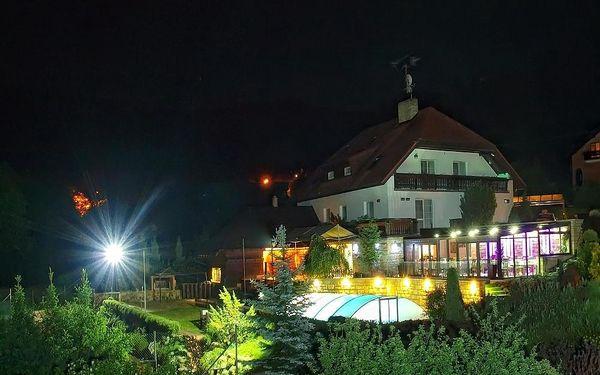 Penzion V Hluboké a Department Glamp