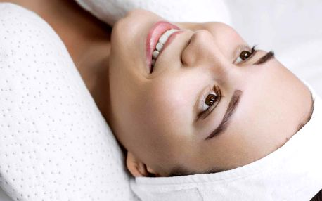 Hodinové kosmetické ošetření vč. úpravy obočí