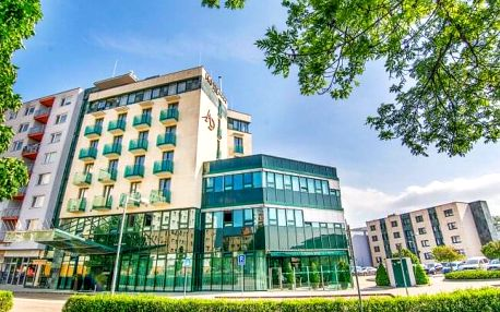Slovensko: Bílé Karpaty 18 km od hranic v Alexandra Hotelu **** s wellness, až 8 procedurami a polopenzí