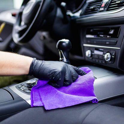 Čištění interiéru auta: vysátí, tepování i leštění