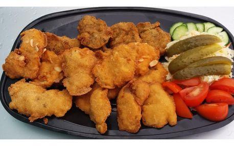 Řízky ze tří druhů masa i pečivo a možnost odnosu