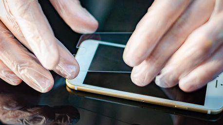 Tvrzené sklo na 69 telefonů + držák jako dárek