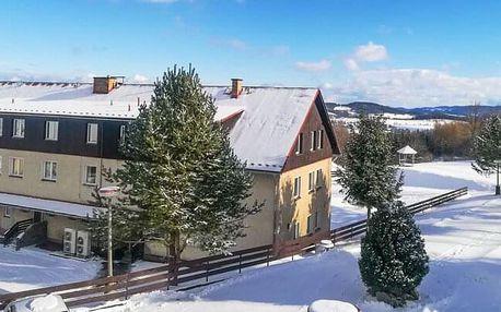 Šumava u Kašperských hor a blízko ski areálu v Hotelu Rohanov s úschovnou lyží, vyžitím pro děti a polopenzí