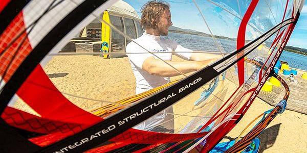 Kurz windsurfingu s Petrem Čechem   Černá v Pošumaví   1. června - 30. září.   1 hodina.2