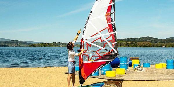 Kurz windsurfingu s Petrem Čechem   Černá v Pošumaví   1. června - 30. září.   1 hodina.4