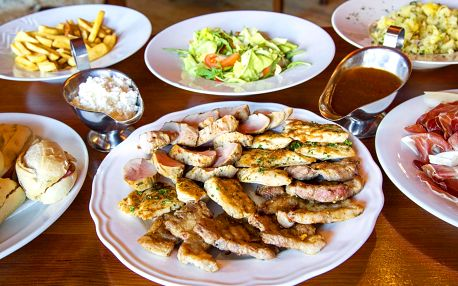 Šunka, steaky i panenka: plný stůl pro 4 či 6 os.