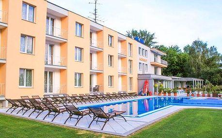 Piešťany u přehrady Sĺňava: Hotel Korekt *** s venkovními bazény, 50% slevami a polopenzí + dítě zdarma