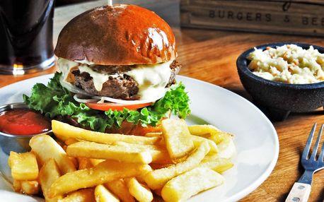 2× burger z českého masa, hranolky, salát, lívance