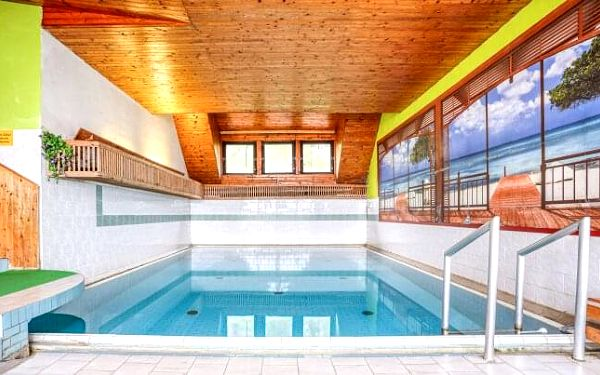 Slovensko u hranic: Beskydy pod Velkým Javorníkem v Horském Hotelu Fran s bazénem a polopenzí + dítě zdarma