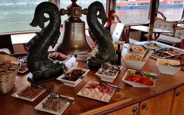 Dvouhodinová plavba po Vltavě s all can you eat rautem pro jedno dítě3