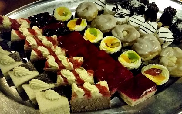 Dvouhodinová plavba po Vltavě s all can you eat rautem pro jedno dítě5
