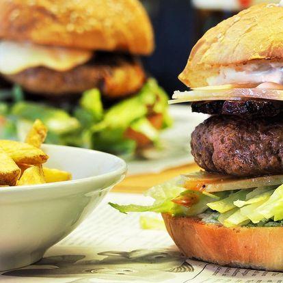 Burger s hovězím či kuřecím a domácí hranolky