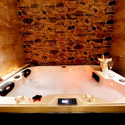 Ubytování na 2 noci se snídaní a privátní wellness (whirlpool+sauna) v Praze