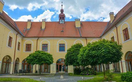 Střední Čechy: Romantický pobyt na Zámku Čechtice *** s polopenzí, welcome drinkem a relaxací v sauně