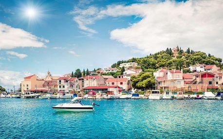 Odpočinek v chorvatském městě Tribunj